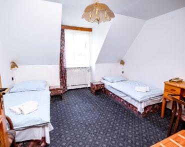 Oddělené postele v pokoji Lowcost